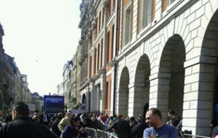 iPad 2 Queues Around the World