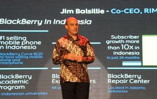 RIM announces two BlackBerry OS 7 devices - Bold 9790 and Curve 9380