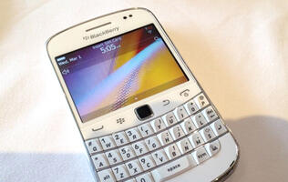 White BlackBerry Bold 9900 Available in Singapore from 17th Dec