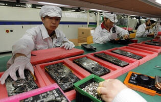Apple and Foxconn Vow to Improve Work Conditions