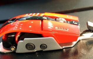 Red Level 10 M Mouse by Thermaltake and BMW DesignUSA Seen at Computex 2012 (Updated)