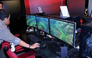 AMD Showcases Eyefinity Gaming with Trinity APU
