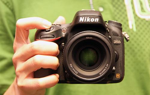 Nikon D600 Time-lapse Shows Dust Accumulation on Sensor