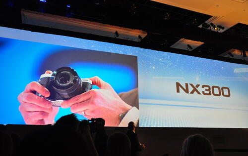 Hands-on: Samsung NX300 & 45mm F1.8 2D/3D Lens