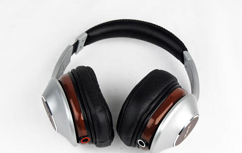 Denon AHD-7100 Headphones - The Sound of Mahogany