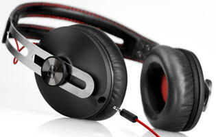 Sennheiser Momentum Black Debuts at IT Show 2013