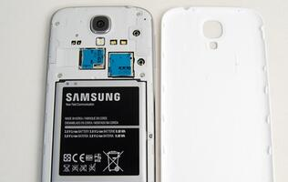 Samsung Aware of Battery Issues on Galaxy S4, Offers Free Replacement Battery