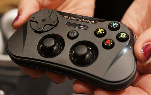 SteelSeries Stratus Brings Wireless Gaming to iOS 7 Devices