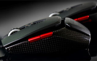 EVGA Struts Torq X10 Carbon Fiber Gaming Mouse at CES 2014