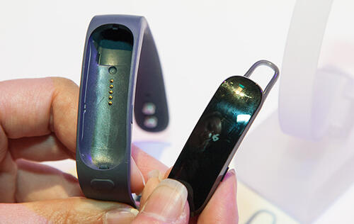 Huawei Enters the Wearables Market with the TalkBand B1