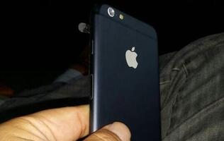 Dummy Unit of Apple iPhone 6 Leaked, Shows Power Button On the Side of Device