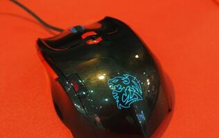 Hands-on with the Tt eSPORTS Theron Plus Smart Mouse