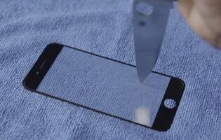 Apple iPhone 6's Rumored Sapphire Display Tested in Scratch and Bend Video