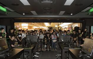 Opening of Razer's first concept store draws thousands of fans