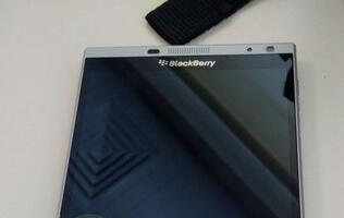 Photos of BlackBerry Oslo leaked