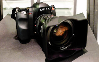 Hands on with a $27,500 camera: The Leica S (Type 007)