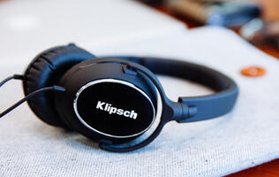 Klipsch adds a set of On-ear headphones to the Reference R6i line.