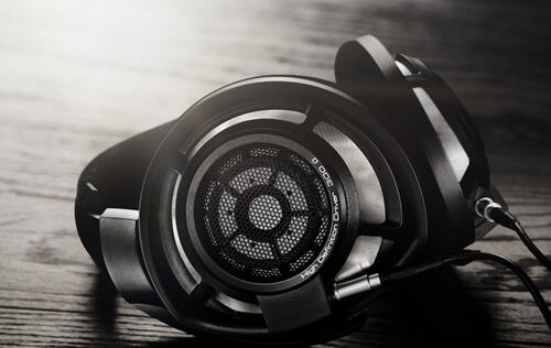 Sennheiser unveils a new improved top-of-the-line model – the HD 800 S