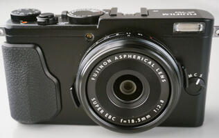 Review: The Fujifilm X70 packs large performance into one compact body