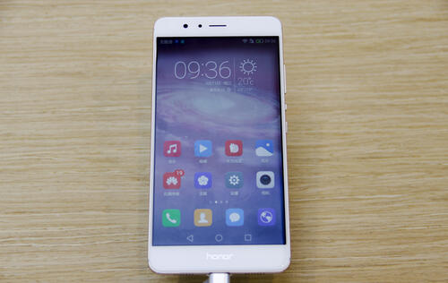 In pictures: Huawei's new Honor V8 with 12MP dual cameras