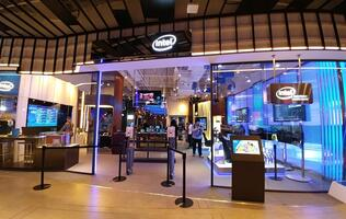 A claw machine at Intel's experience store uses RealSense 3D camera!