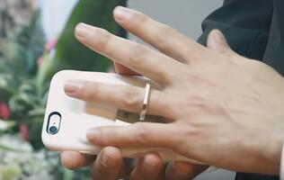 Man marries his iPhone in Las Vegas!