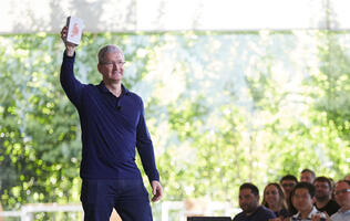 Apple just sold its billionth iPhone