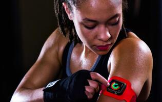 Attention fitness enthusiasts! There is now an armband for the Apple Watch