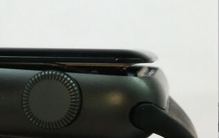 Apple extends warranty for 1st gen Apple Watch with swollen batteries