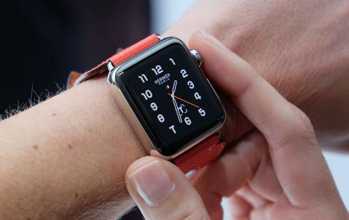 Apple rises to the top of wearables market while Fitbit falls