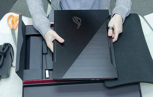 Unboxing the ASUS ROG Zephyrus ultra slim gaming notebook