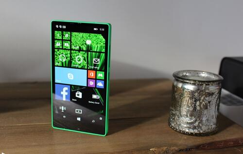 Microsoft was developing a bezel-less all-screen Windows smartphone back in 2014