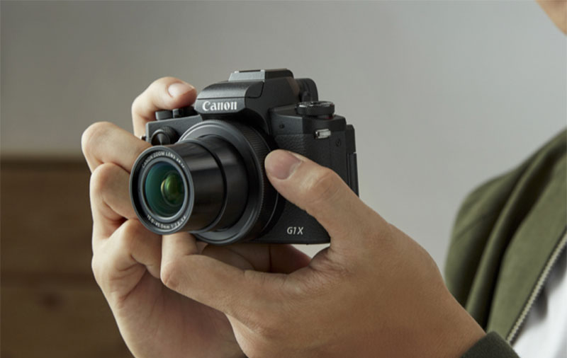 The Canon PowerShot G1 X Mark III is an APS-C compact camera that focuses like an DSLR