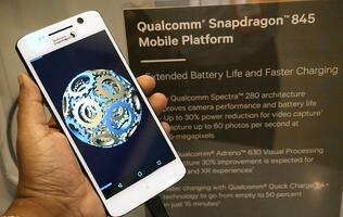 Can Qualcomm's new Snapdragon 845 be more power efficient than a mid-range processor?