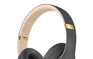 Apple to release premium over-ear headphones at the end of the year?