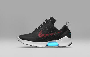 We tried on the Nike Hyperadapt 1.0 self-lacing shoes, and here's what they feel like