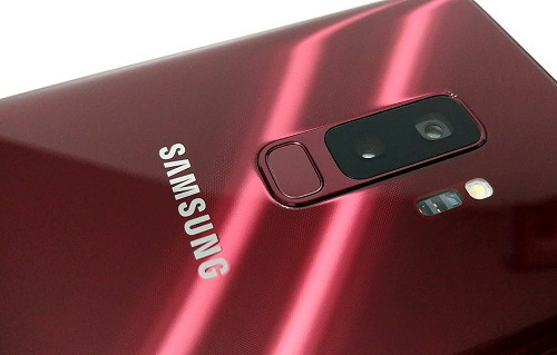 A close look at the Burgundy Red Samsung Galaxy S9+