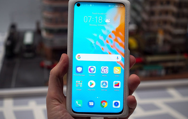 The Honor View 20 has an in-screen front camera and a 48MP rear camera