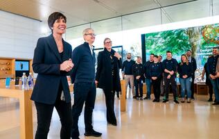 Apple retail chief Angela Ahrendts to leave in April, Deidre O'Brien takes over