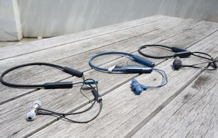 Wireless neckband headphones shootout: Plantronics BackBeat Go 410 vs. RHA MA390 Wireless vs. Sony WI-C600N