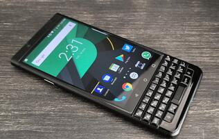 BlackBerry CEO is skeptical of foldable phones