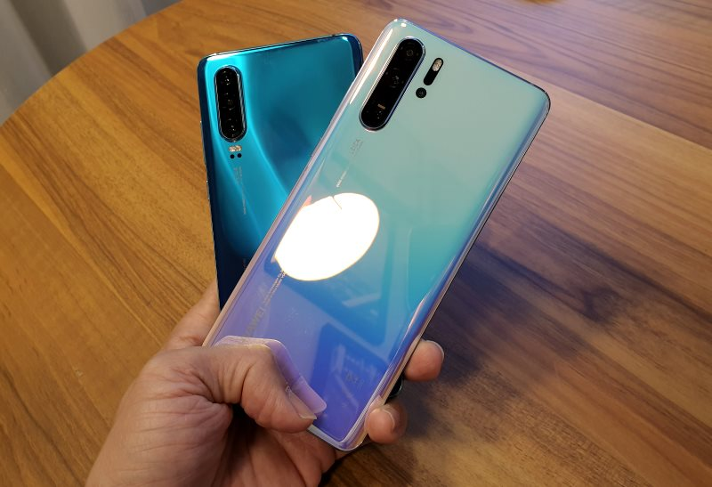 The P30 Pro in Aurora (back) and Breathing Crystal (front).