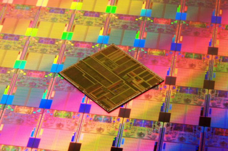 Intel will start shipping 10nm chips in June, with 7nm slated for 2021