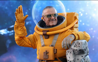 Hot Toys immortalizes Stan Lee in 1/6 scale collectible figure
