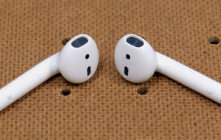 Apple may consider bundling AirPods with 2020 iPhones