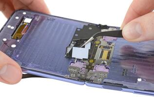 Teardown of Galaxy Z Flip reveals its hinge brushes may not keep dust out