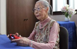 "Japan's ""Gamer Grandma"" takes her place in the Guinness Book of Records"