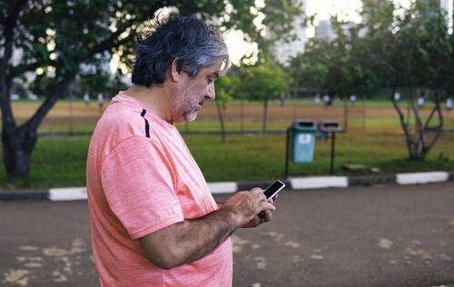 Seniors receive cheap subsidised mobile plans to get them connected as Singapore goes digital *Updated*