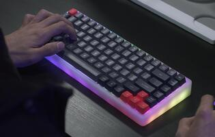 The Marsback M1 is a wireless mechanical keyboard with swappable switches for Windows and Macs (Updated)
