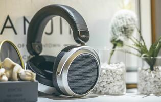 The Hifiman HE400se brings planar magnetic headphones to the masses